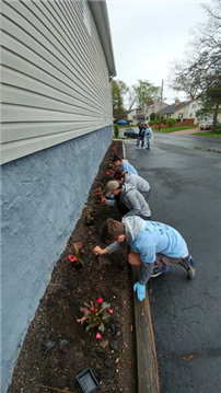 Student Volunteers 'Spring' into Action photo 2